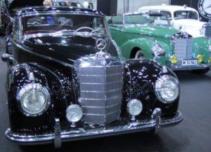klasyczny samochód czarny